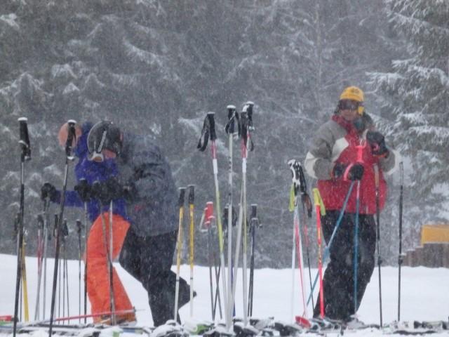 drie mannen in de sneeuw